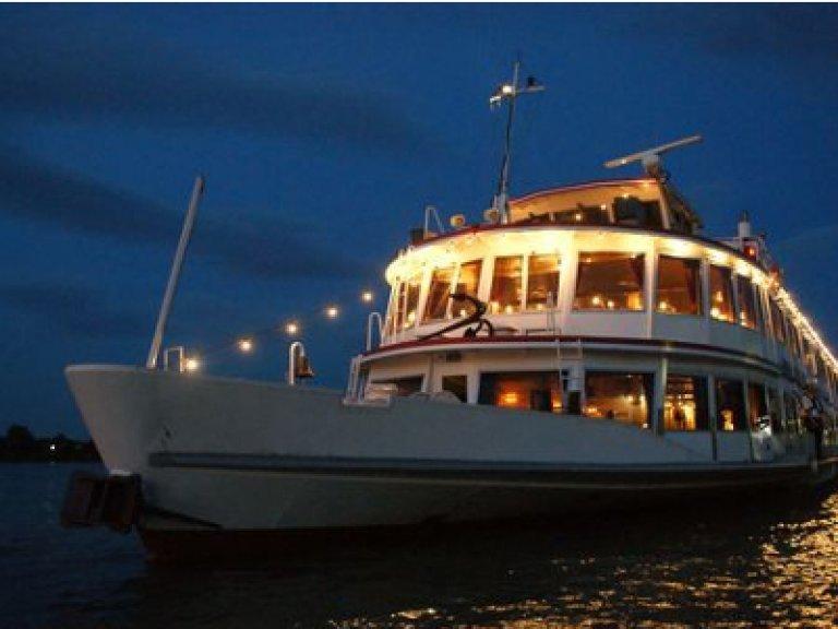 Abendliche Schifffahrt mit Wiener Liedern