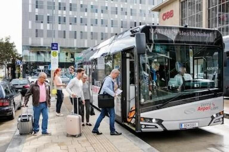 HOP ON HOP OFF & Spaziergang & Flughafen bus